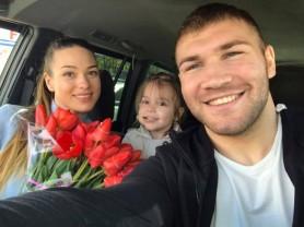 FOTO // Luptătorul UFC Ion Cuțelaba va deveni tată pentru a doua oară